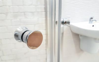 Pielęgnacja elementów ze stali nierdzewnej w kabinie prysznicowej
